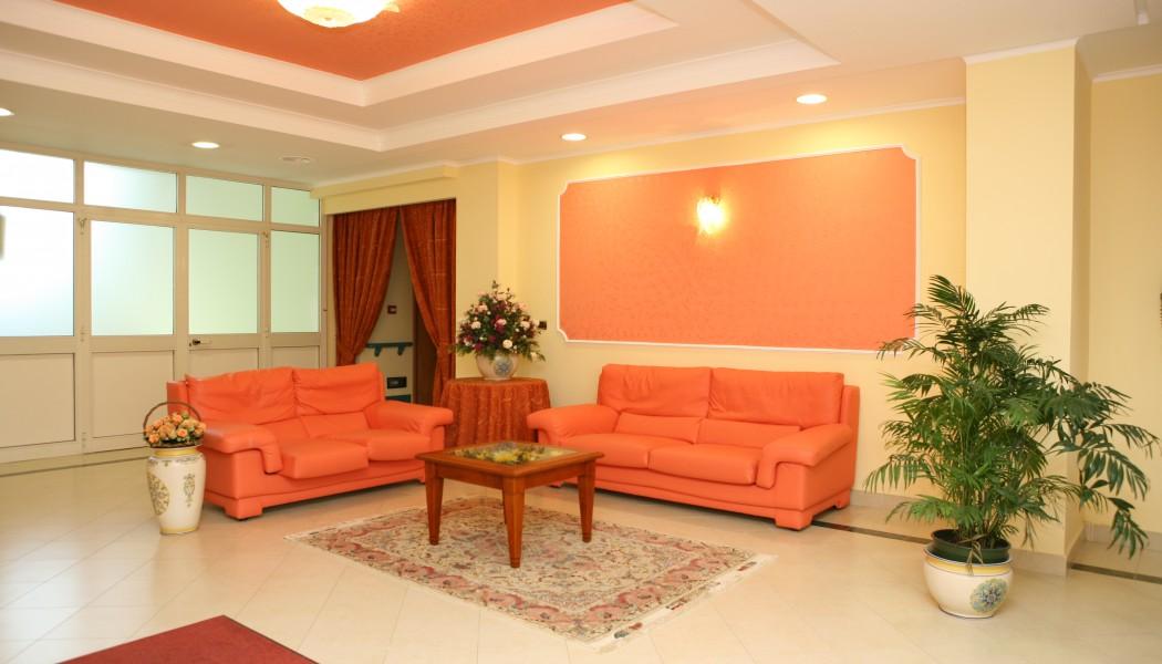 Il modello abituale di casa di riposo è che ogni persona o coppia nella casa ha una stanza stile appartamento o una suite